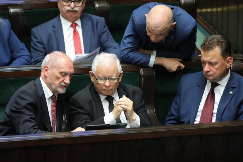 Macierewicz o raporcie: to materiał dowodowy, który zostanie przekazany prokuraturze