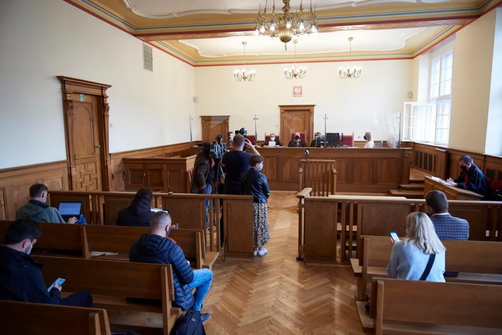 10 lat więzienia dla księdza za zgwałcenie 17-latki!