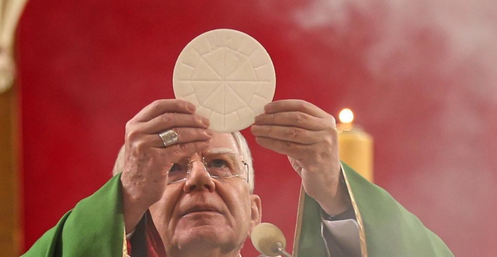 """""""Rz"""": 35 proc. Polaków ma pozytywny stosunek do Kościoła, a 32 proc. negatywny"""