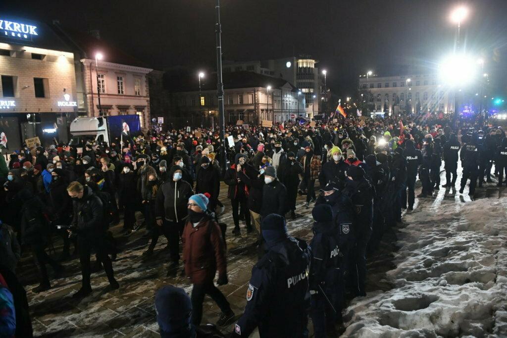 61 proc. Polaków pesymistycznie o kierunku zmian w kraju