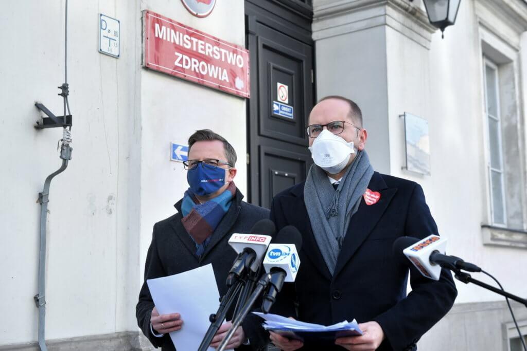 Joński i Szczerba: szczepionki są dla PiS paliwem wyborczym