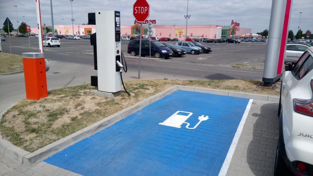 Tauron uruchomił setną stację ładowania pojazdów elektrycznych